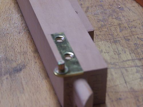 Close up end hinge