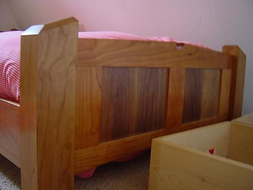Footboard of the bed